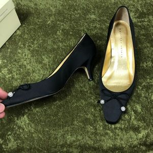 Martinez Valero Shoes - LAST CHANCE💞Martinez Valero Sandy black silk heel